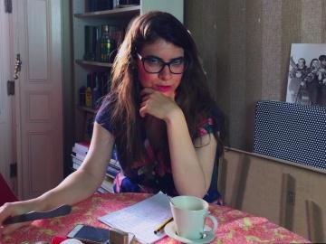 Isa Calderón habla de 'Colossal' en 'Reviews Fuertecitas'